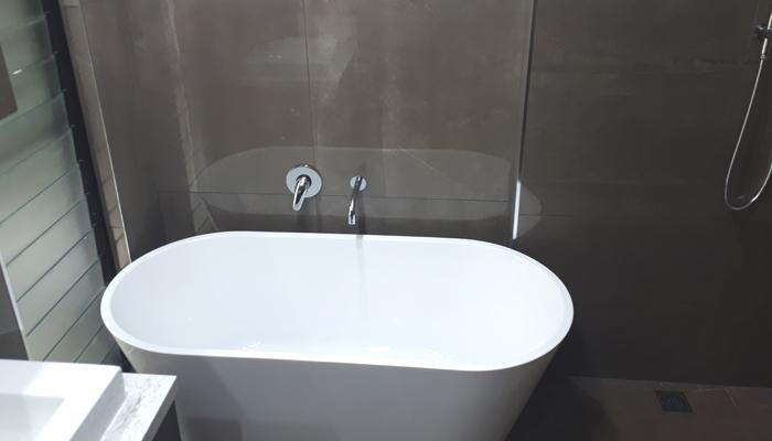 Bathtub & Louvres