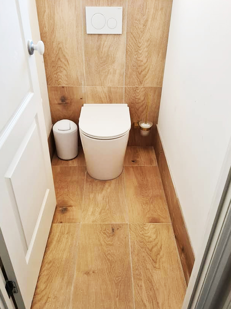 Toilet with Floor Wall Tiling
